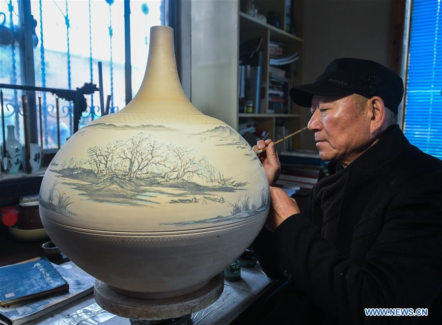 In pics: national intangible cultural heritage Wuzhou kiln pottery firing