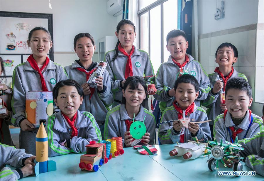 Environmental awareness activity held at Zhejiang's primary school to mark upcoming Earth Day