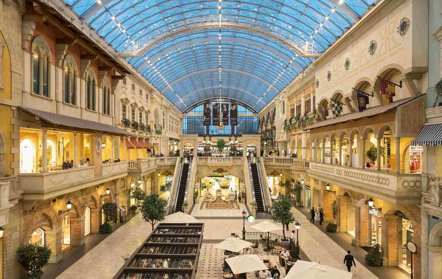 The Italian themed Mercato shopping mall in Dubai..png