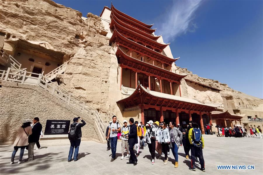 Tourists travel across China on first day of May Day holiday