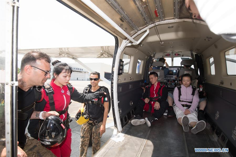 China's aviation-themed town welcomes visitors to experience parachuting as weather warms up