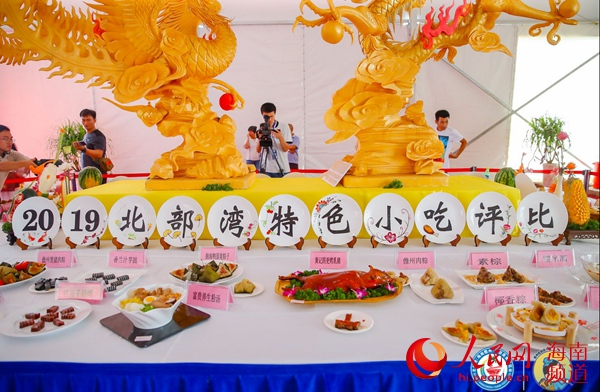 Chinese and foreign cuisines attract visitors at tourism and food expo in Hainan