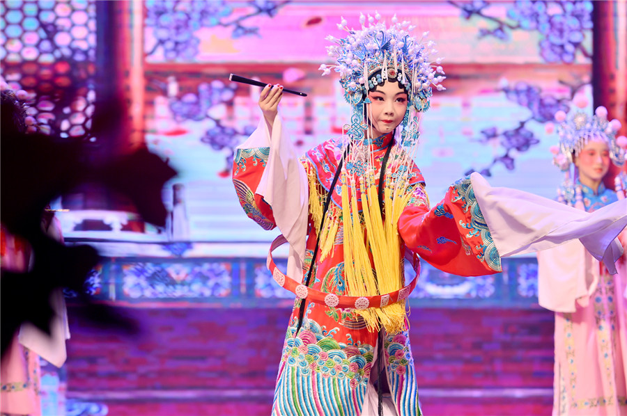 Hebei school celebrates traditional Chinese operas