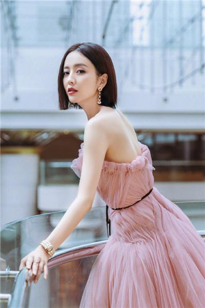 Actress Tong Liya in an evening gown