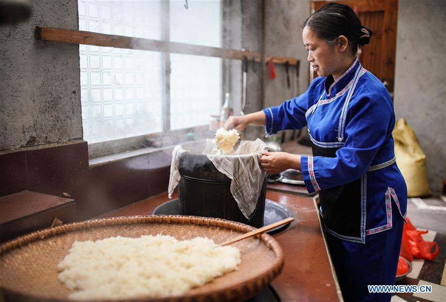 Oleic tea drinking: tradition of Miao people in south China village