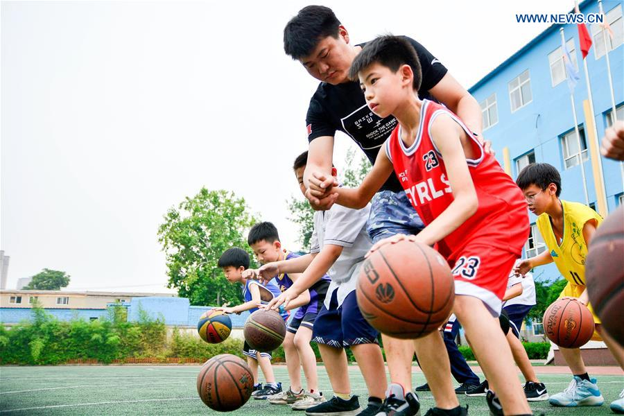 Educational authorities in Hebei hold various activities to enrich children's vacation