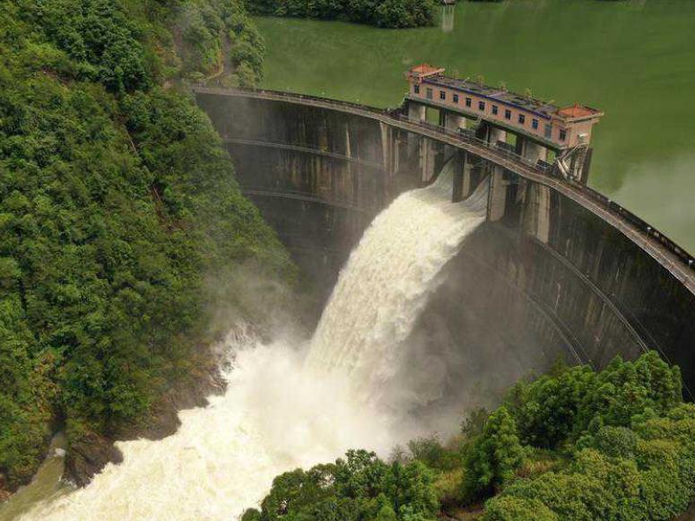 Jinxi Reservoir starts to discharge flood water in Zhejiang