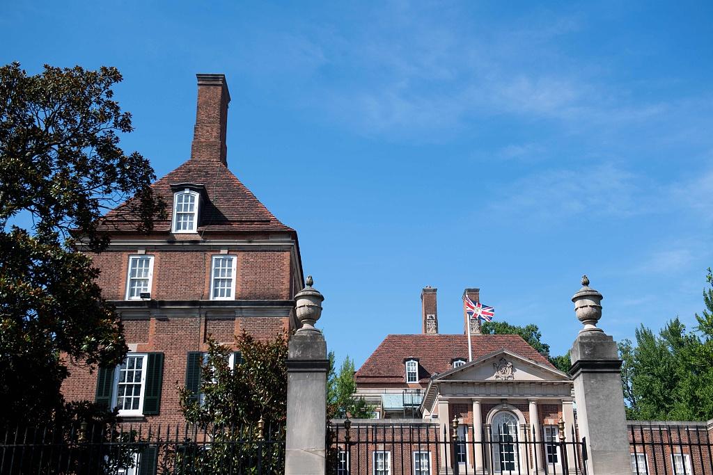 British politicians stand by diplomats after ambassador to Washington resigns
