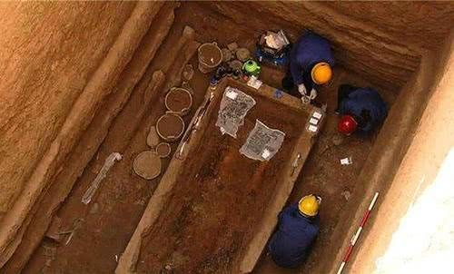 Nearly 1,000 funerary objects unearthed in SW China