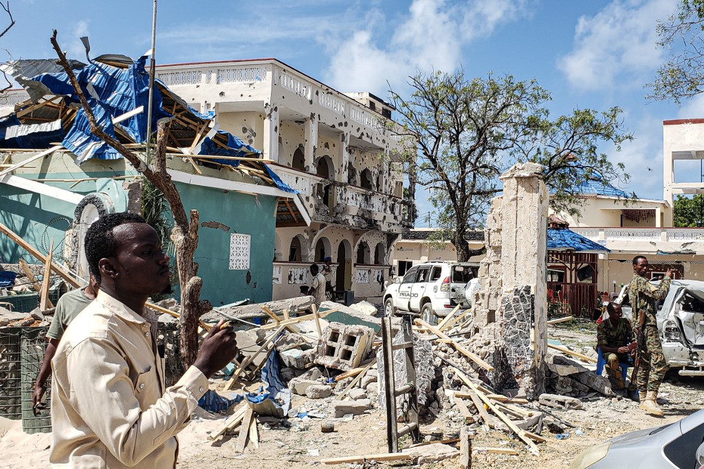 At least 26 killed, 56 others injured in hotel bombing in Somalia