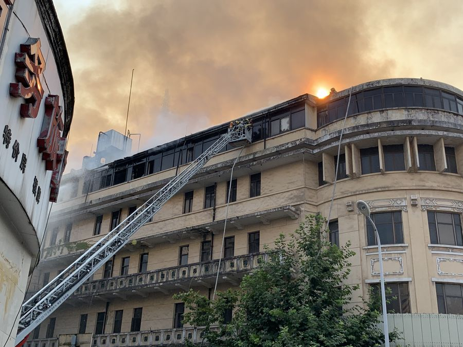 Fire extinguished in iconic hotel in central China, no casualties reported
