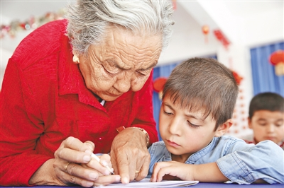 Granny Pan opens her heart to the children in Xinjiang