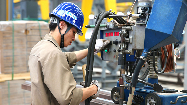 China's industrial output expands 6 pct in H1