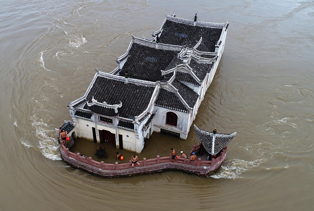 700-year-old buildings stand still in floods