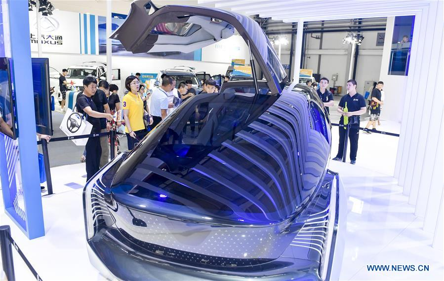 Smart technologies shine at int'l auto expo