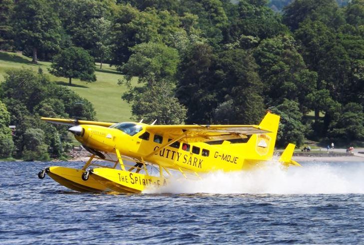 Canadian plane crash leaves 3 dead, 4 missing