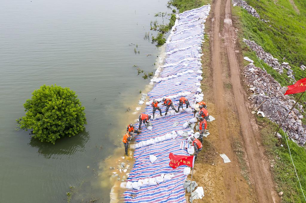 China's largest freshwater lake exceeds warning level