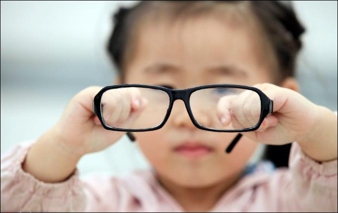 Myopia fears lead schools to curb app-based work