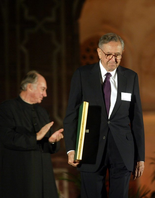 Famed architect Cesar Pelli dies at 92