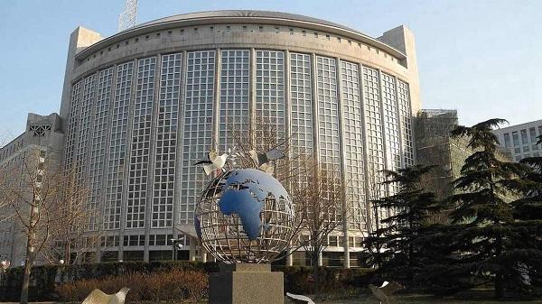 Lu Kang, Hua Chunying begin new posts at Foreign Ministry