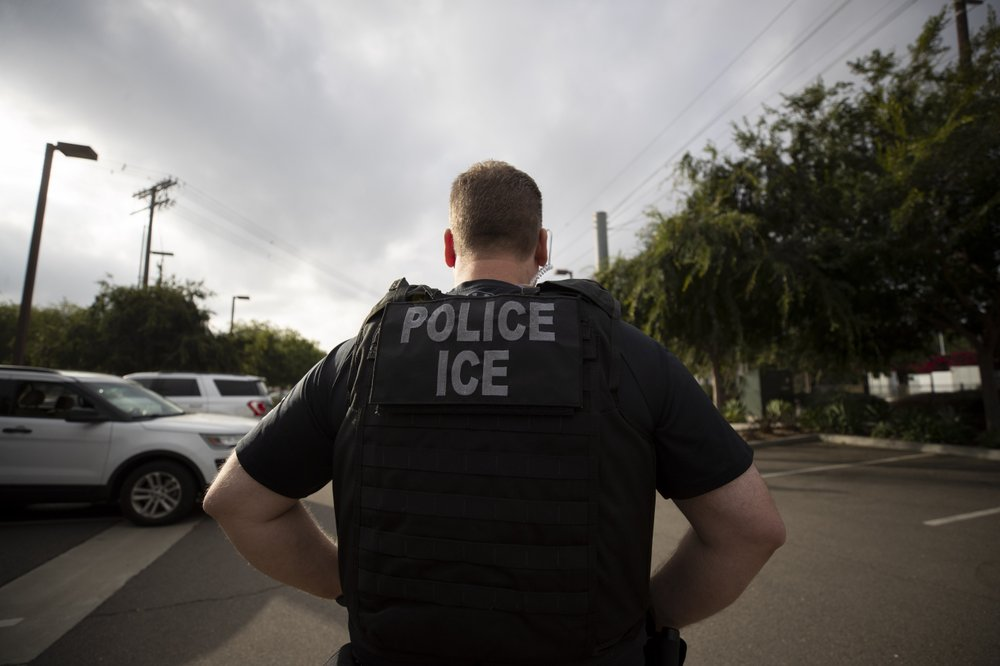 US hotels caught in fight over housing detained migrants