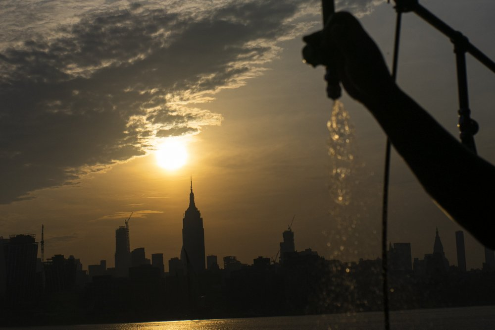 Heat, humidity grips East Coast as central US sees reprieve