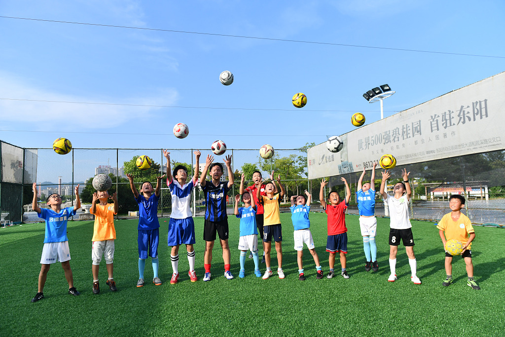China encourages more students to play football