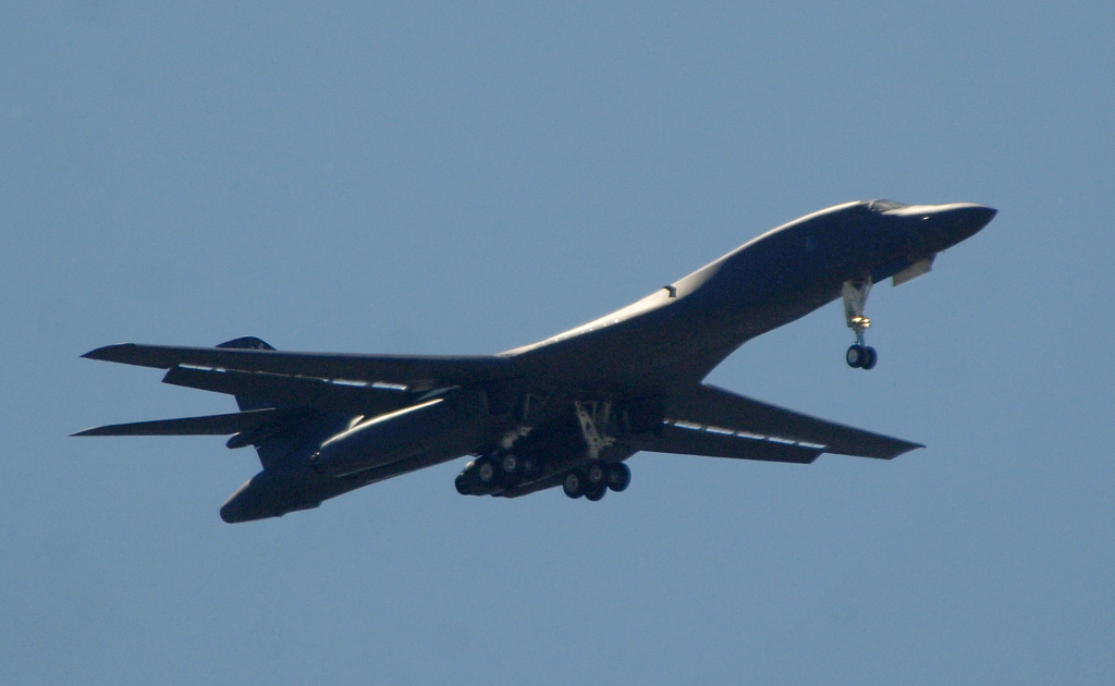 S.Korea fires warning shots at Russian military aircraft violating airspace in east waters