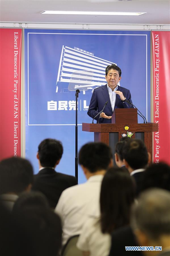 Abe calls for 'flexible' debates on constitutional revision