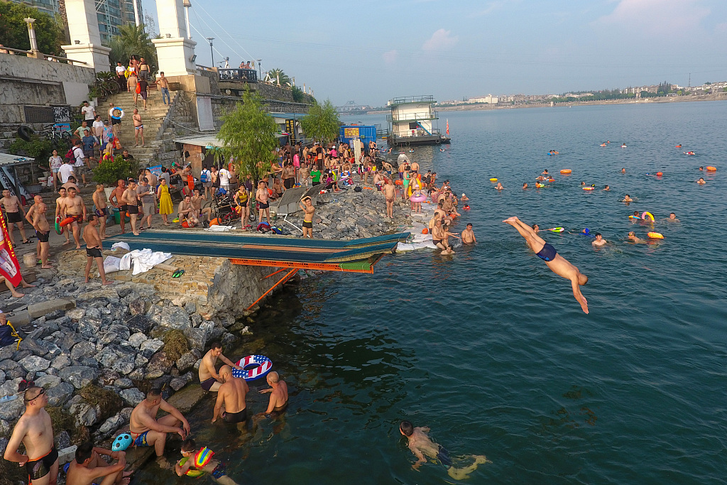 People take a cooling plunge into the Han River