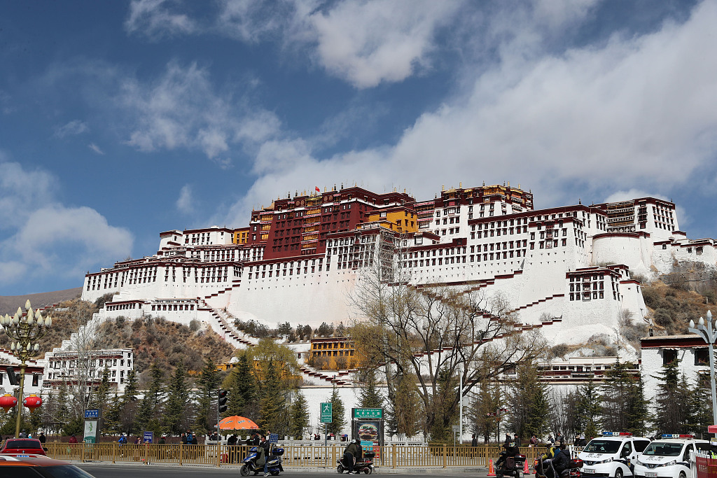 Tibet funds poor students through paper recycling