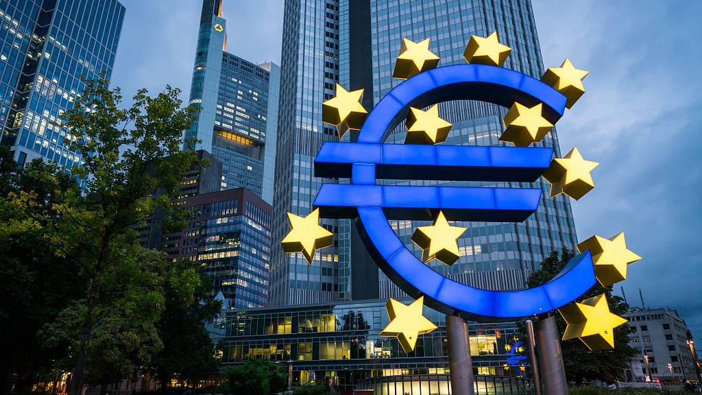 Eurozone banks tightening credit taps: ECB