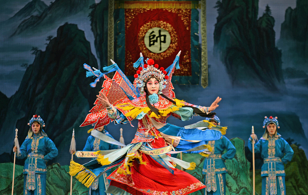 Multiple traditional Chinese operas to be staged in Beijing for youngsters