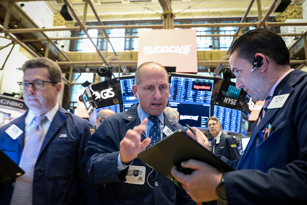 US stocks rise toward records following strong earnings