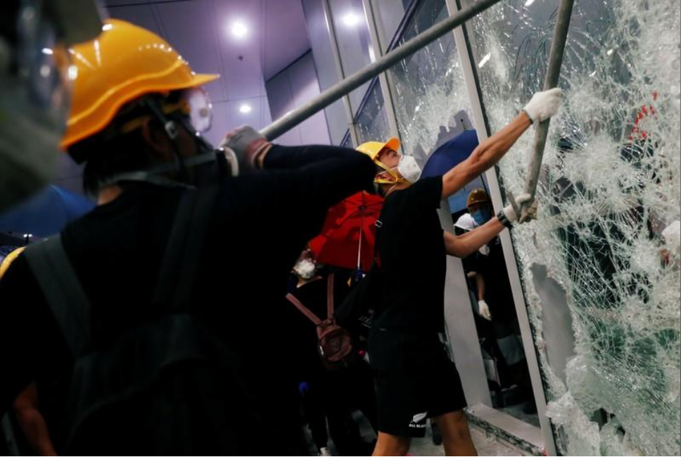 Violence in HK: Injuries, arrests, worries and wishes