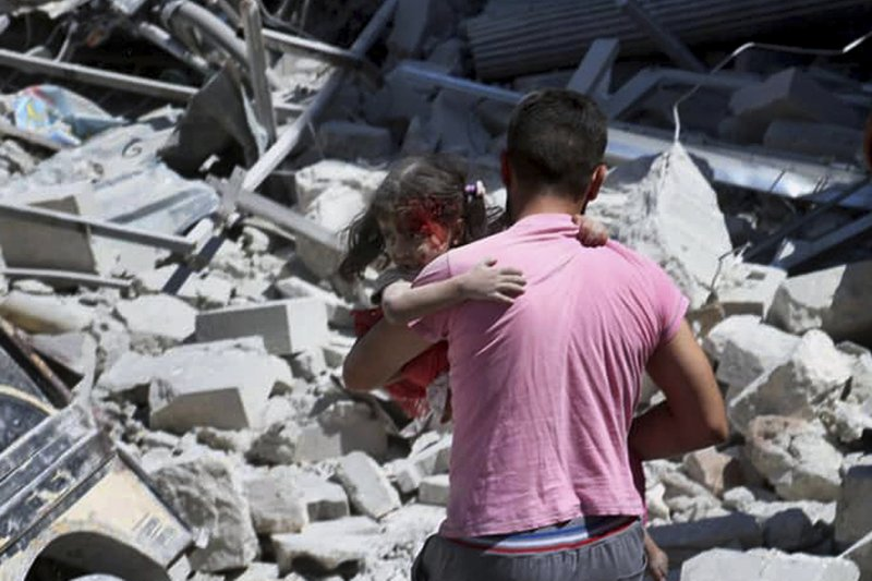 Syria keeps up deadly bombardment of rebel-held town