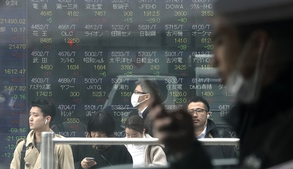 Tokyo stocks close lower as tech issues sold after subpar earnings