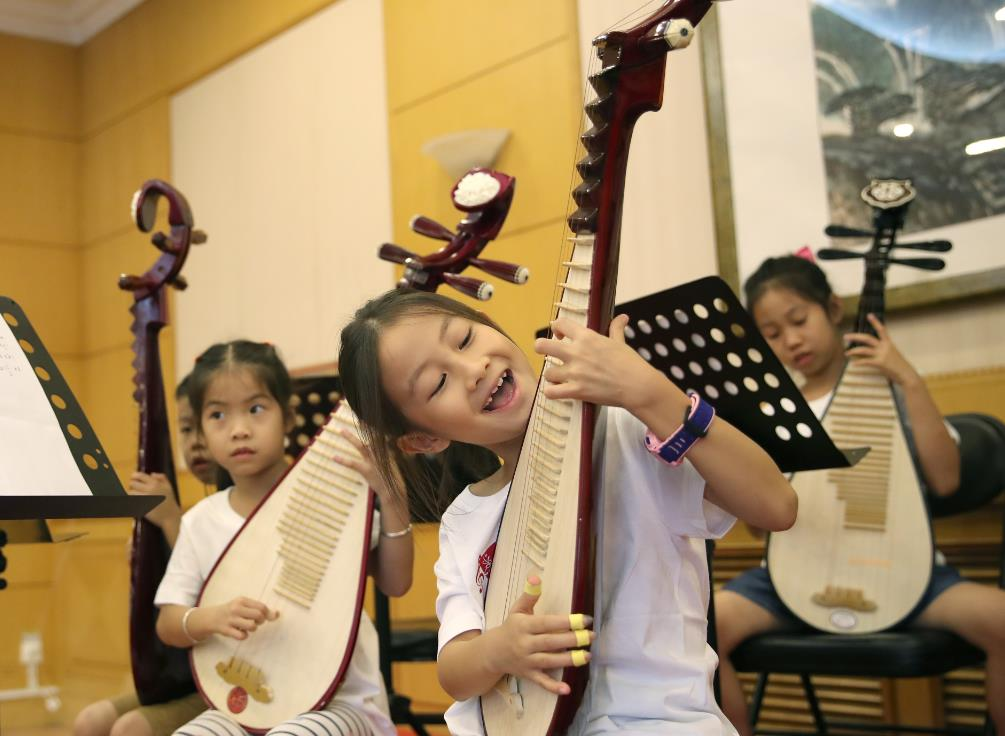 Summer camps promote traditional art forms