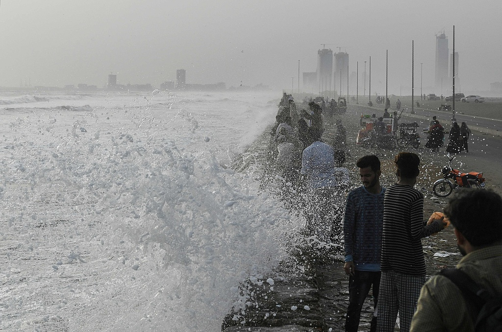 Heavy rain triggers floods in Pakistan's Karachi, killing 6