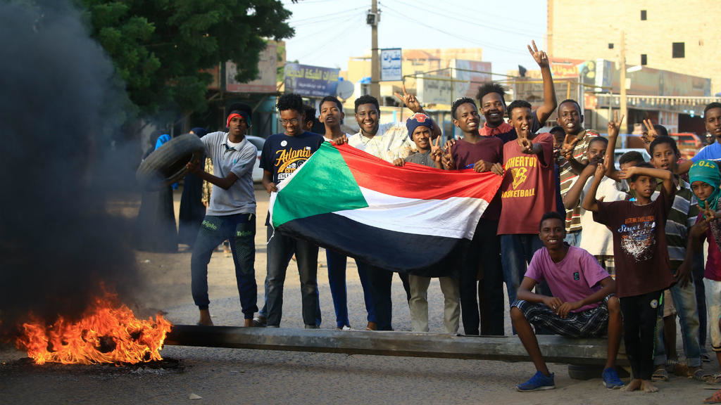 Violence in Sudan's El Obeid places talks between military council, opposition at stake