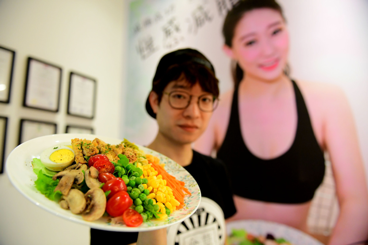 Light meals turn heavyweights in catering sector