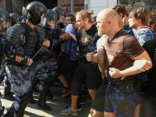 Russia launches probe into violence at opposition rally