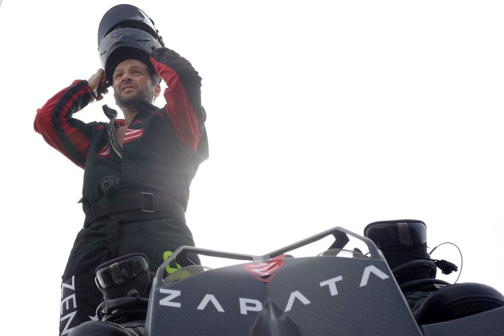 Frenchman to retry 'flyboard' trip across English Channel