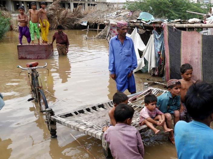 20 killed as heavy rains batter Pakistan's Karachi