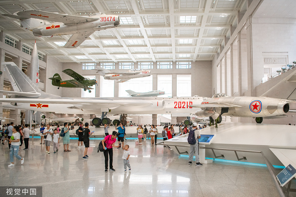 Visitors fill military museum ahead of Army Day