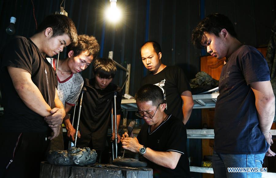 Pic story: inheritor of Sizhou inkstone carving