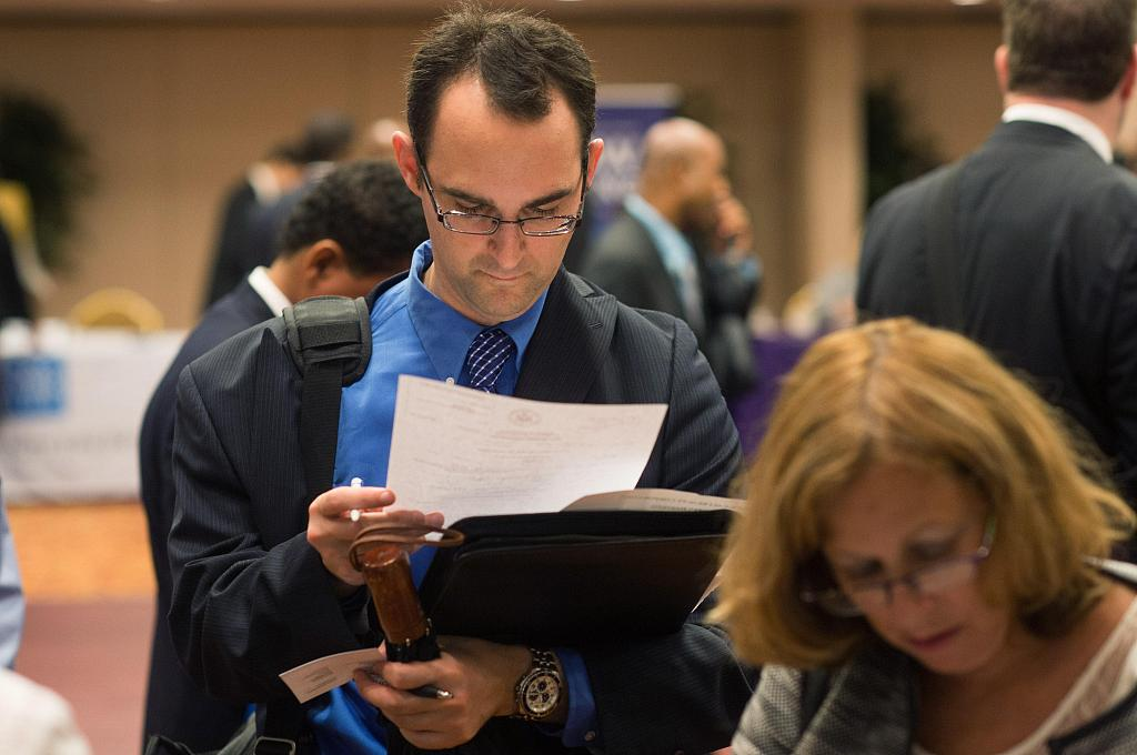 US jobless claims rise last week