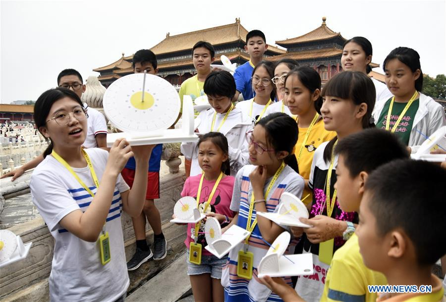 Students learn about cultural relics restoration in Palace Museum