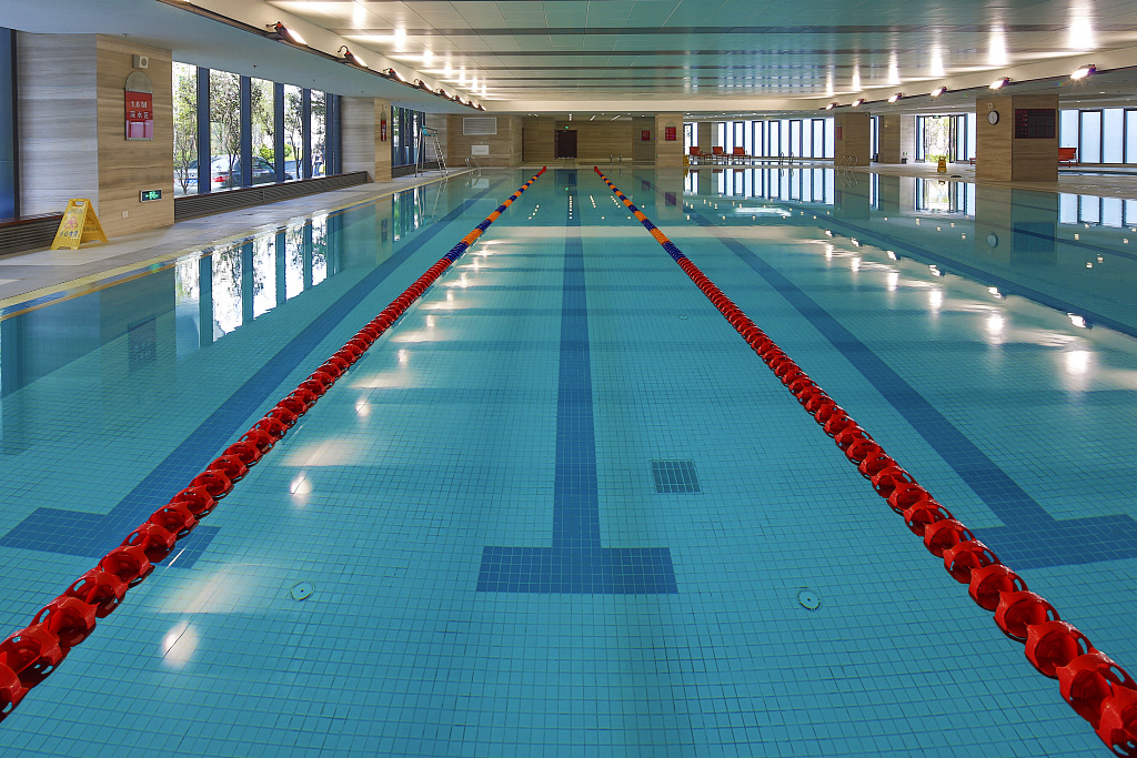 Dozens hospitalized after suspected chlorine leak in swimming pool