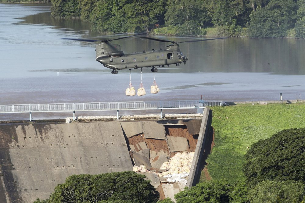 UK military drafted in to prevent dam collapse